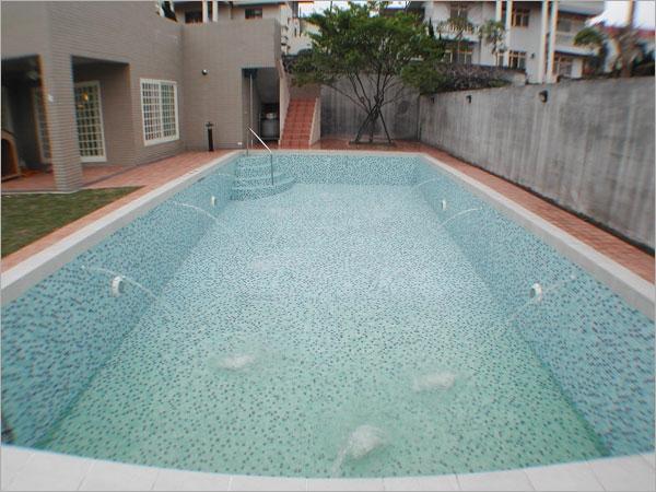 私人别墅游泳池